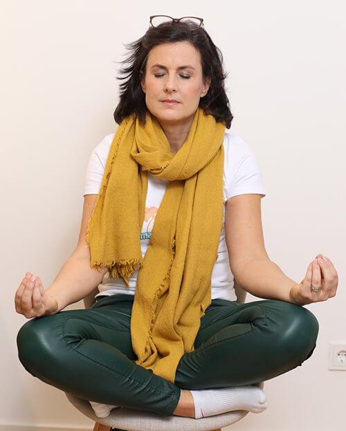 Female Empowerment Coaching Maren Wölfl meditiert